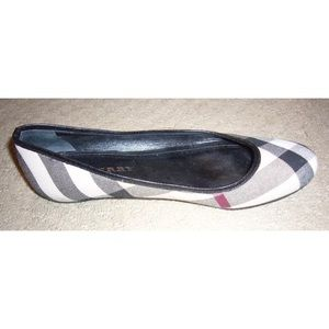 """Burberry """"ItCalCla"""" classic check flats size 37"""